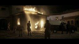 Paulo e Eduardo encontram a casa de Cassiano em chamas