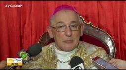 Católicos participam da Missa da Santa Ceia do Senhor em Belém