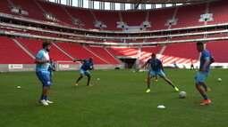 CSA treinou no estádio Mané Garrincha com portões fechados para duelo contra o Flamengo em Brasília