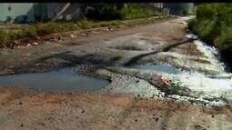 Moradores do Bairro Jardinópolis reclamam de problemas de buracos e esgoto