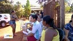 Moradores do Residencial JK, em Goiânia, recebem serviços gratuitos de beleza e advocacia