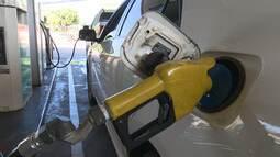 Preço do litro da gasolina deve cair mais uma vez, diz Petrobras