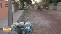 Moradores de Ladário enfrentam problemas com coleta de lixo