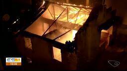 Bombeiros combatem dois incêndios em menos de 24 horas em Cachoeiro, ES
