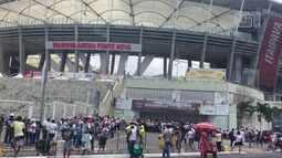 Movimentação no entorno da Arena Fonte Nova antes da abertura dos portões
