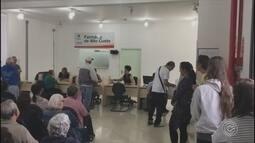 Tempo de espera para retirar medicamentos em Jundiaí causa transtornos para moradores