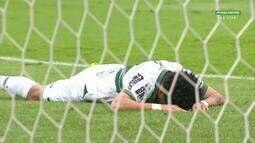 Rafinha perde chance incrível para abrir o placar pelo Coritiba contra o Bragantino