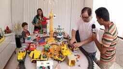 'Plugue' encontra coleções de um brinquedo que nunca sai de moda