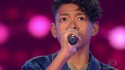 Kauê Penna canta 'Run To You' nas Audições às Cegas