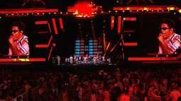 Denny Denan agita o público com música de Daniela Mercury