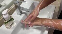 Jessica Leão mostra como higieniza as mãos em prevenção contra o coronavírus
