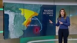 Ciclone se afasta, mas ainda há risco de ventos fortes