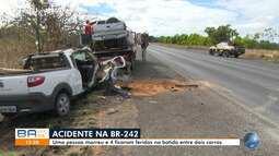 Batida entre dois carros deixa uma pessoa morta e outras quatro feridas na BR-242