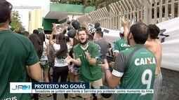 Após derrota para o Flamengo, torcida do Goiás protesta contra a diretoria