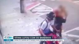 Vídeo mostra criminosos assaltando mulher na Praia do Canto, em Vitória