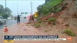 Deslizamento de terra atinge acostamento na Via Expressa em Florianópolis