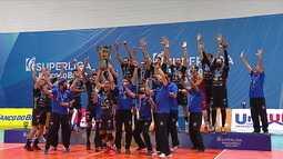 Capitão do Taubaté, Rafa ergue o troféu de campeão da Superliga masculina de vôlei 2020/21