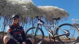 Natureza inspira costureira a pedalar até 8 mil quilômetros por ano