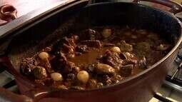 Aprenda a preparar o famoso 'boeuf bourguignon'