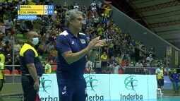 4º set: Colômbia chega ao match point com aplausos de Zé Roberto
