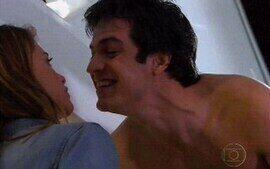 Luciana beija o cunhado