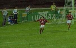 Em 1996, o Flamengo derrota o Fluminense por 3 a 1, no Maracanã