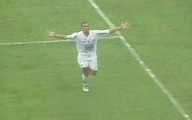Em 2003, Santos vence Corinthians por 3 a 1 pelo Campeonato Brasileiro