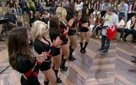 Cheerleaders do Chicago Bulls fazem uma performance no Altas Horas