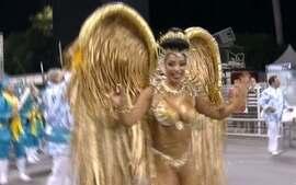 Cínthia Santos é a Rainha de bateria da Águia de Ouro