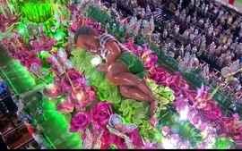 Confira os melhores momentos do desfile da Mangueira