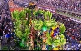 Confira os melhores momentos do desfile da Beija-Flor