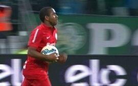 Gol do Internacional! Anderson invade a área, chuta e diminui aos 11 do 2º Tempo