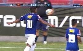 Gol do Cruzeiro! Alex invade a área e bate com categoria aos 9 do 2º tempo