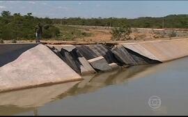 Estrutura do canal da transposição do Rio São Francisco cede no sertão de PE