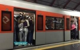 BDSP mostra dificuldade para embarcar em estação da linha 11 Coral da CPTM
