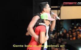 Amanda Nunes comemora conquista do cinturão em show do Harmonia do Samba