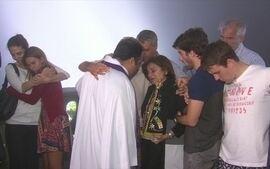 Família de Guilherme Marques se reúne para uma missa na capela do Cristo Redentor