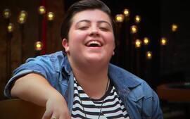 "Luan Santana canta viral ""Trem-Bala"" com jovem cantora da internet"
