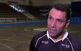 Aos 50 anos, Bagé segue na ativa. Goleiro, ex-seleção de futsal lembra título mundial