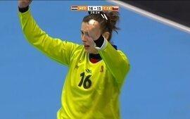 Goleira da República Tcheca aproveita erro da Holanda para marcar