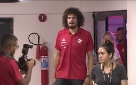 Anderson Varejão é apresentado pelo Flamengo