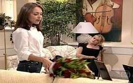 Laura revela a Eduarda que está grávida de Marcelo