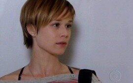 Lara acusa Donatela de assassina