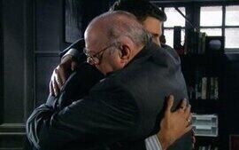 Gonçalo e Halley se abraçam