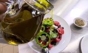 Avaliadora grega ensina como identificar o melhor azeite para a saúde