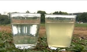Programa social usa sachê para transformar água contaminada em potável