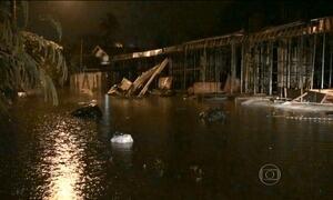 Moradores de Santos e São Vicente (SP) ficam ilhados