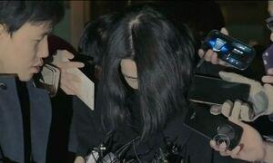 Mulher é julgada por acesso de raiva durante voo na primeira classe