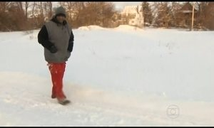 Americano que anda 37 km recebe ajuda de internautas
