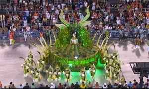 Homenagens e bom humor marcam o segundo dia de desfile no Rio